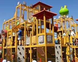 Крылатые качели: 8 самых необычных детских площадок - Фото
