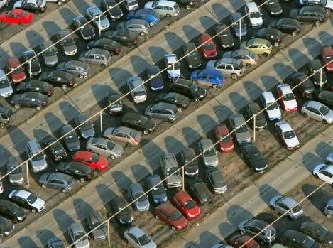 Даешь гараж: парковки в столице нужнее квартир