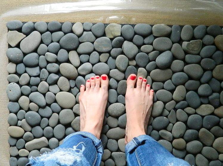 Океан под ногами: как сделать необычный коврик для ванной своими руками