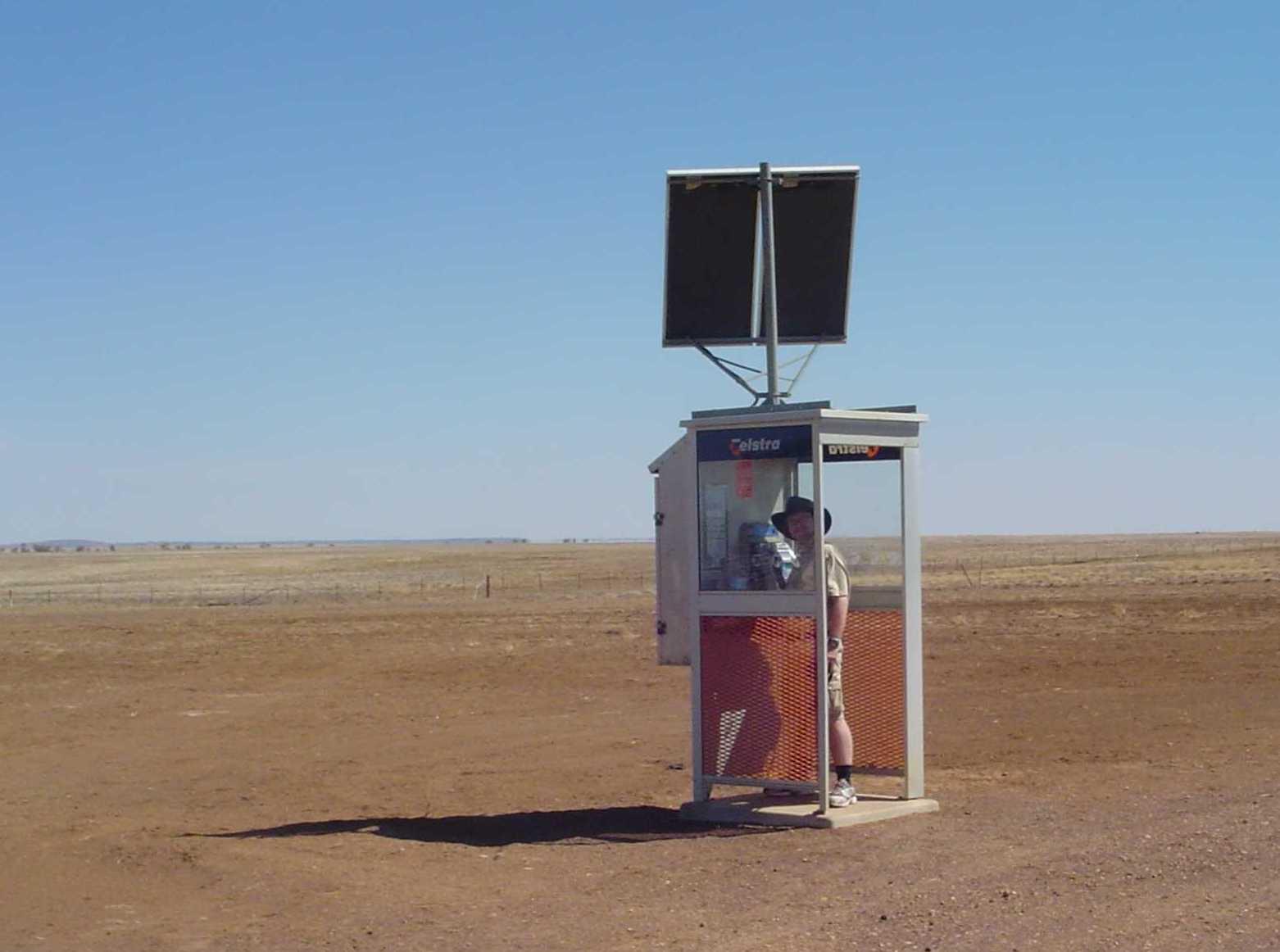 Урбанизм простых вещей: необычные телефонные будки со всего мира