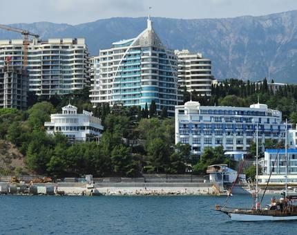 Основными покупателями крымской недвижимости названы невыездные госслужащие - Фото