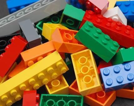 В ОАЭ возвели самую высокую в мире Lego-башню - Фото