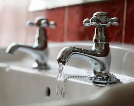 Понижение температуры горячей воды в квартирах ФАС назвала опасным - Фото