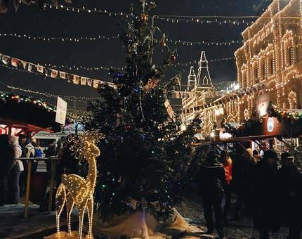 В Москве установят полсотни новогодних елок - Фото