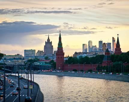 Еще 858 млн рублей требует благоустройство Кремлевской набережной - Фото