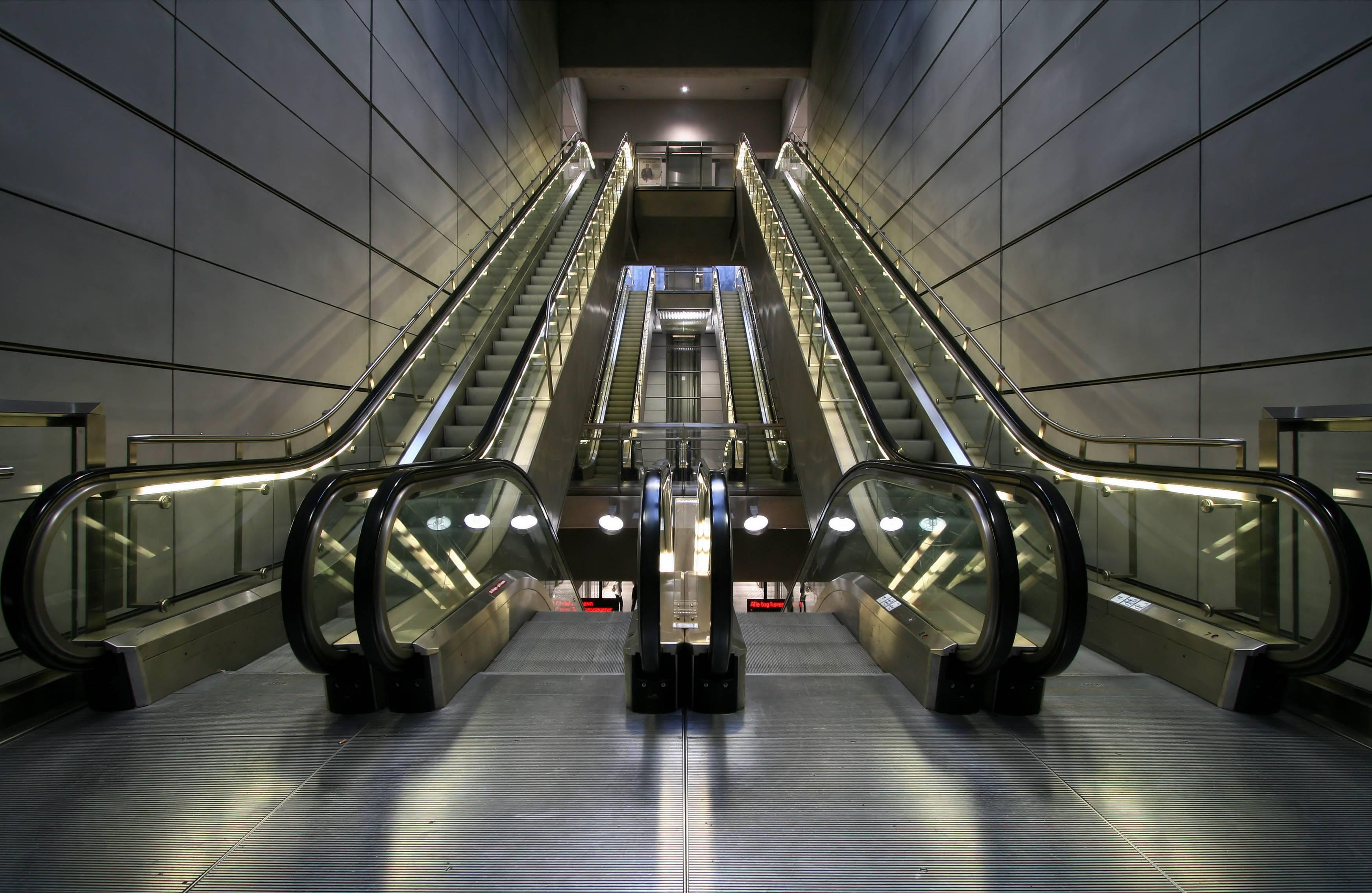 В Москве на четырех станция метро установят усовершенствованные эскалаторы