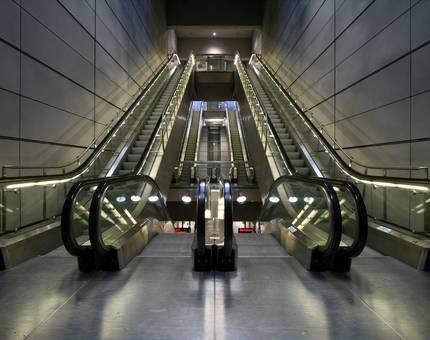 В Москве на четырех станция метро установят усовершенствованные эскалаторы - Фото