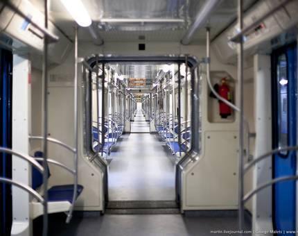 Весной в московском метро начнут курсировать поезда со сквозным проходом - Фото