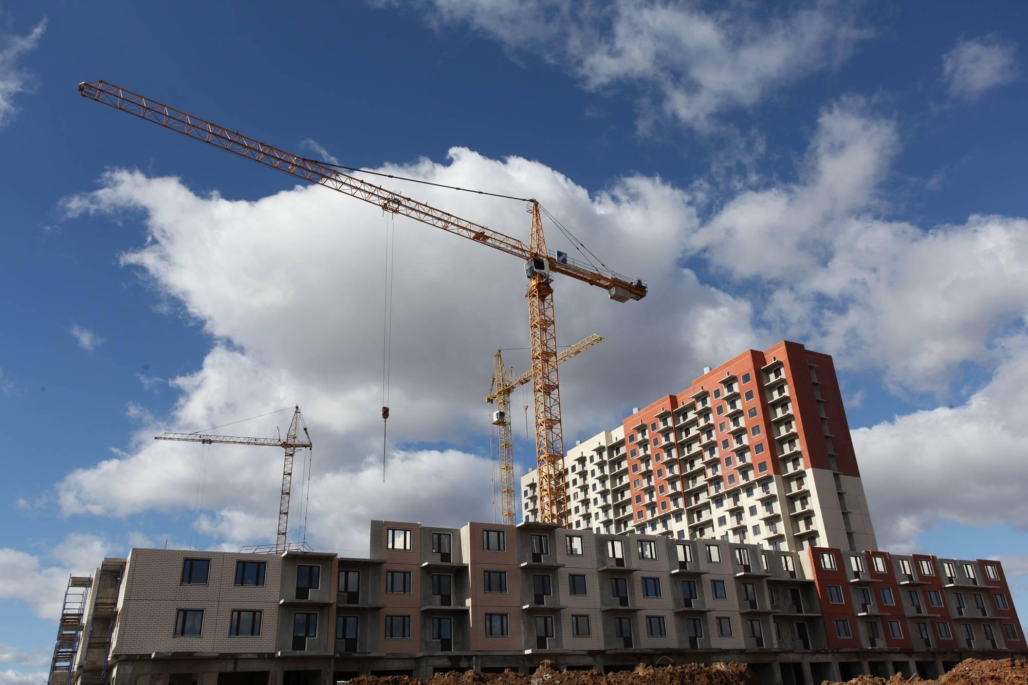 В ЖК «Позитив» завершен монтаж первого дома