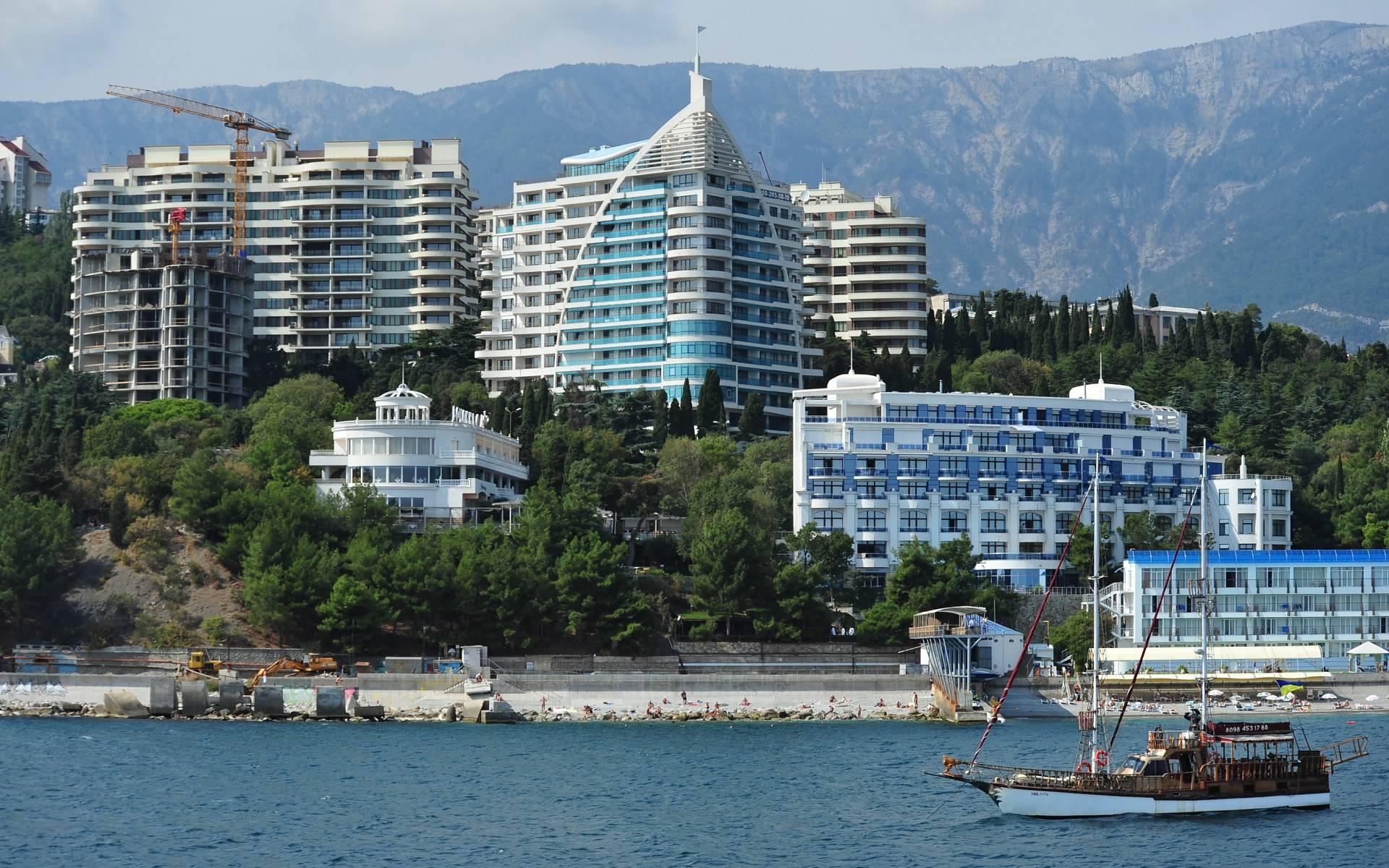 Основными покупателями крымской недвижимости названы невыездные госслужащие