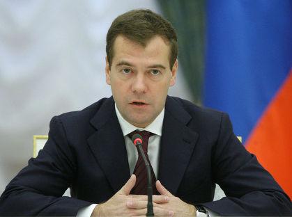 Медведев поручил полпредам наладить ситуацию с ЖХК в проблемных регионах