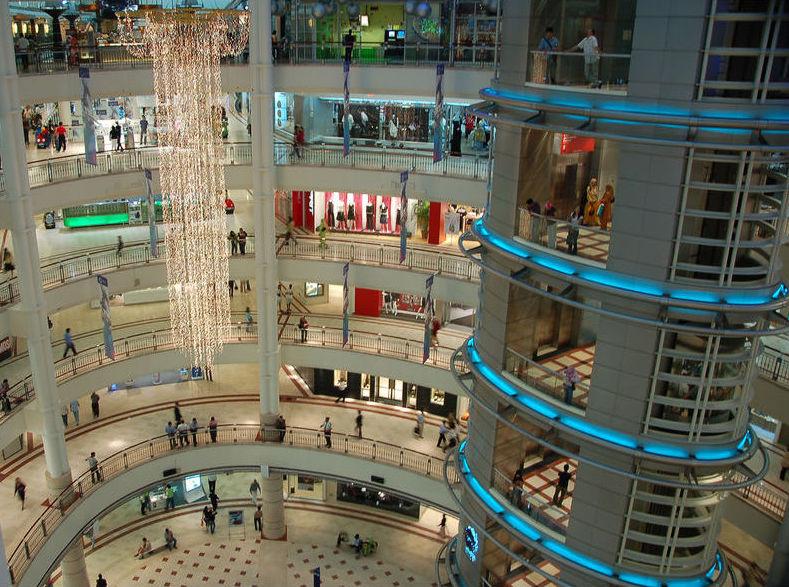 Абрамович планирует построить торговый центр в Сколково