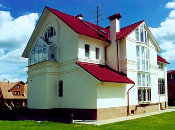 Покупатели загородных домов в Подмосковье хотят жить в обустроенных поселках