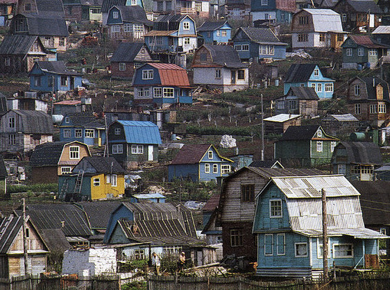 Старые дачные поселки теряют свои позиции из-за коттеджных земель