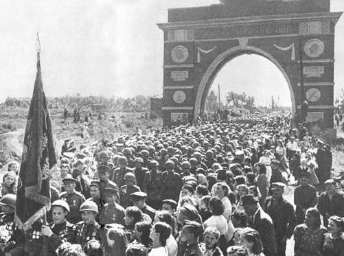 В Петербурге решено возвести триумфальную арку по архивному проекту 1945 года
