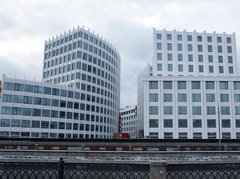 В бизнес-центре «Аквамарин III» на продажу выставлены два корпуса