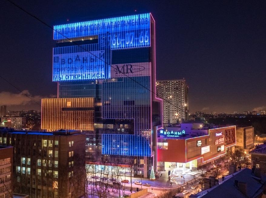 Компания Philips включила уникальную подсветку на здании комплекса «Водный»
