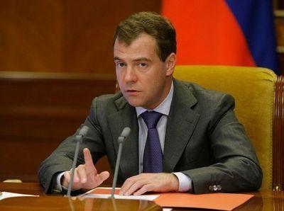 Медведев  поручил проверить факты завышения цены на олимпийском строительстве до 31 марта