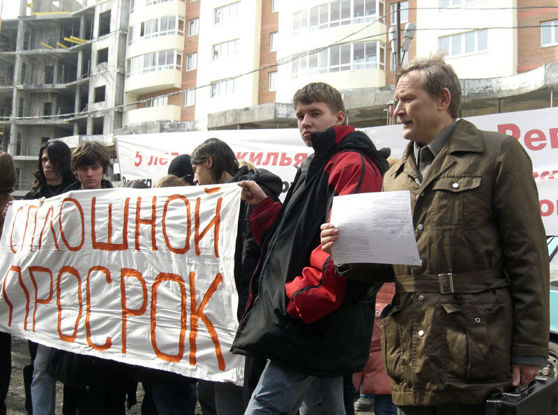"""Минрегион: В России более 74 тысяч """"обманутых дольщиков"""""""