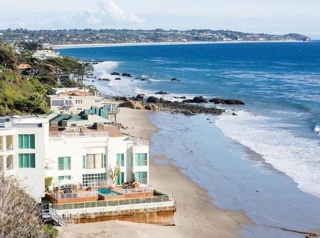 Голливудские звезды с помощью песка спасают свои дома в Малибу