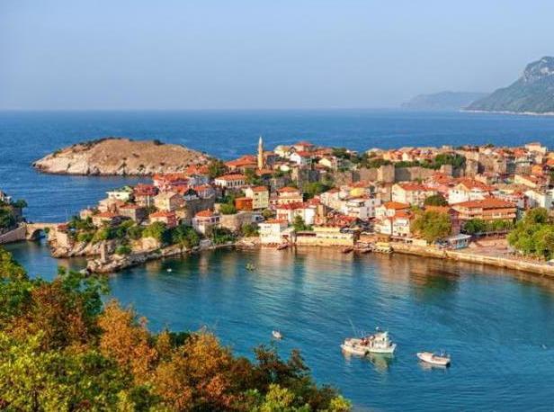 Россиянам могут запретить покупать и снимать жилье в Турции