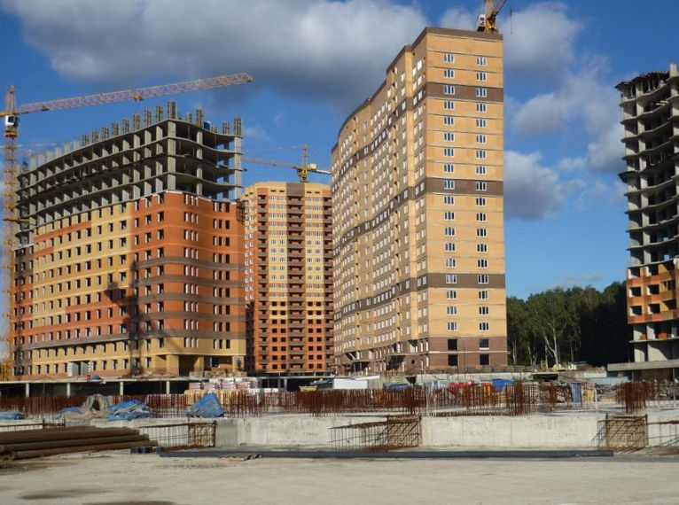 Ипотеку на подмосковные новостройки берут втрое чаще, чем на московские квартиры