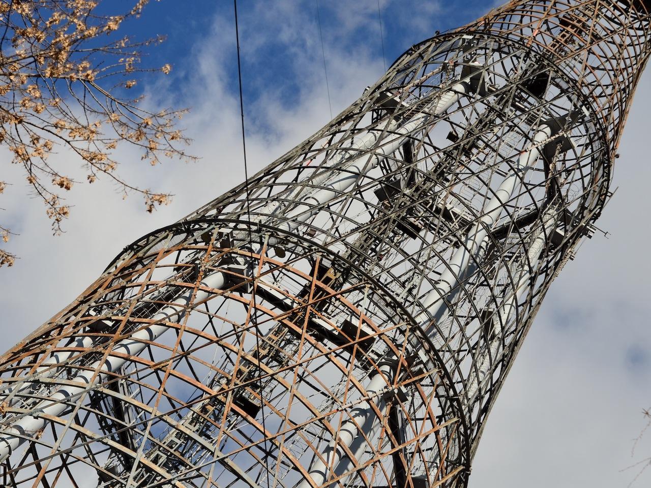 Шуховскую башню повесили на «вешалку»