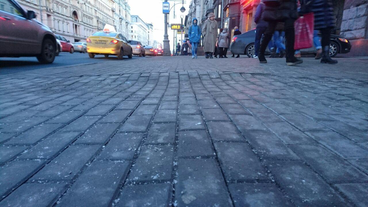 На Тверской демонтируют 10 тысяч «квадратов» бетонной плитки