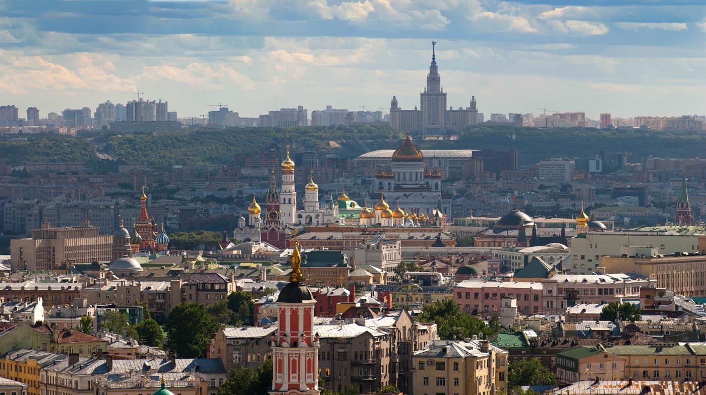 Мэр Москвы поручил вымыть фасады 19 тысяч зданий к Первомаю