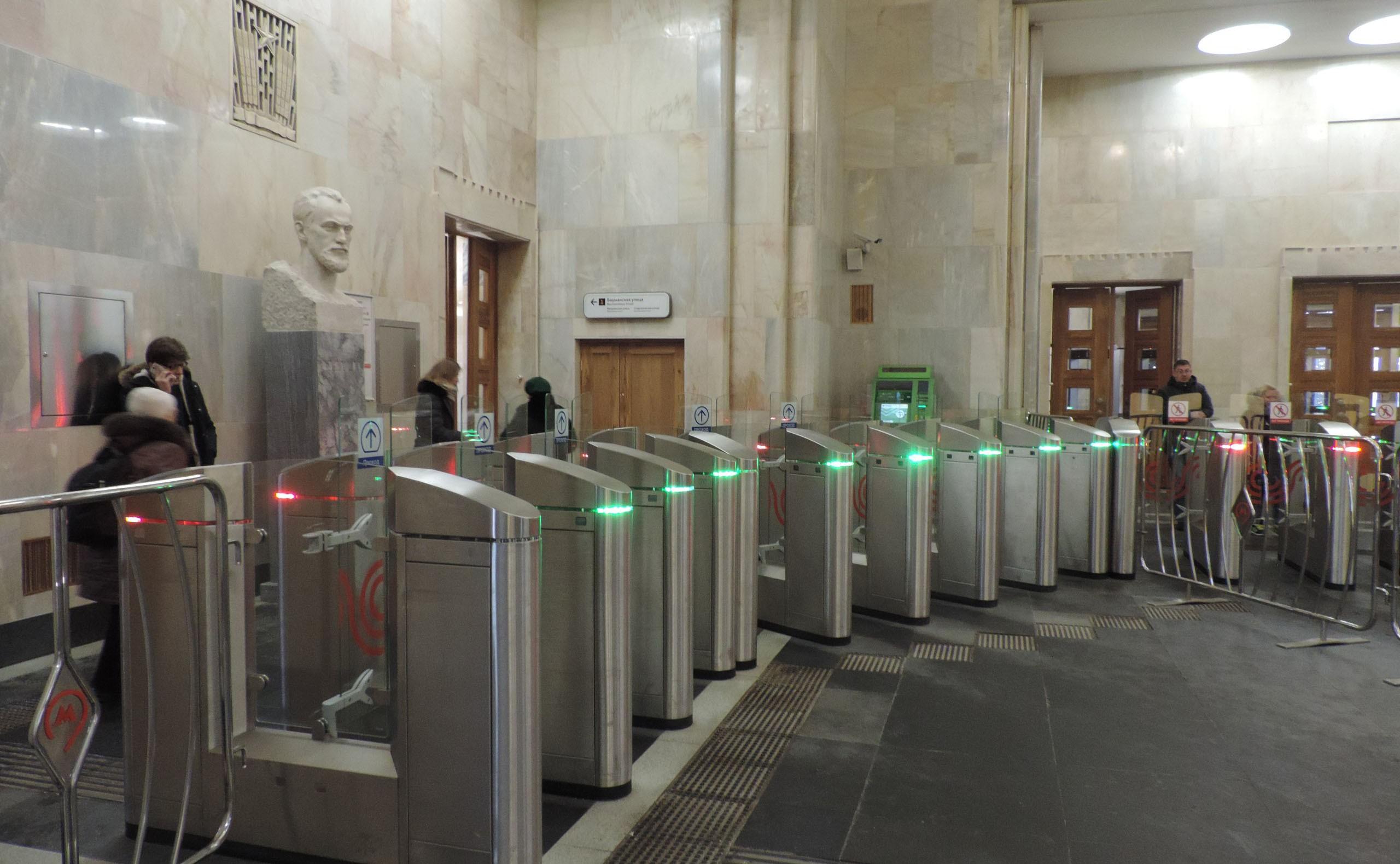 В московском метро за лето заменят устаревшие турникеты на новые