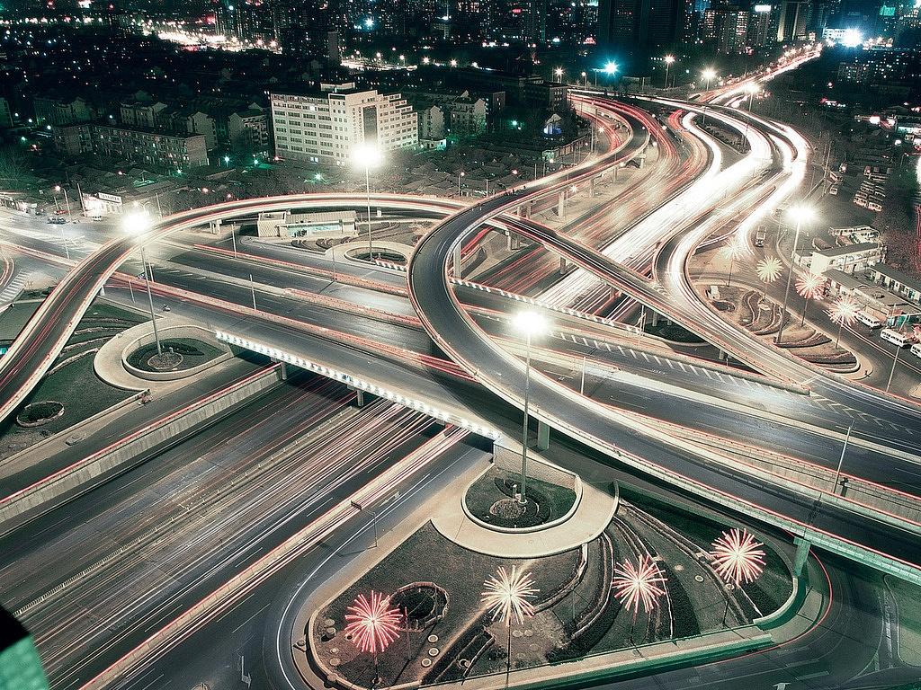 На развязках МКАД установят тысячу светодиодных фонарей
