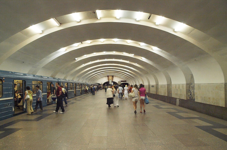В столичном метро обычные двери меняют на летние