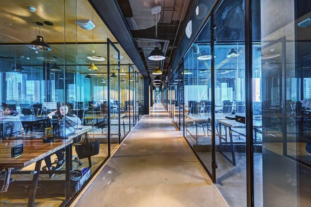 Коворкинги: преимущества в сравнении с обычными офисами