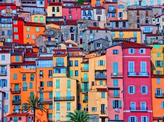 Не стесняясь в цветах: самые яркие города мира
