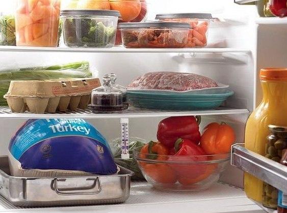 По полочкам: 7 советов, которые помогут навести порядок в холодильнике