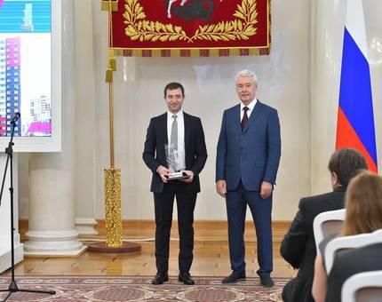Сергей Собянин наградил девелопера района Новые Ватутинки - Фото