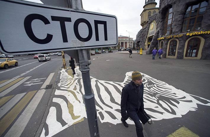 Возле Московского зоопарка появились нарисованные зебры