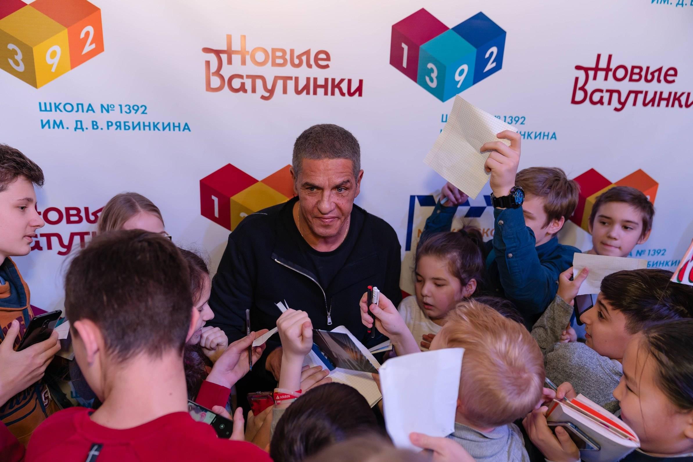 Звезда фильма «Такси» познакомился с жителями Новых Ватутинок