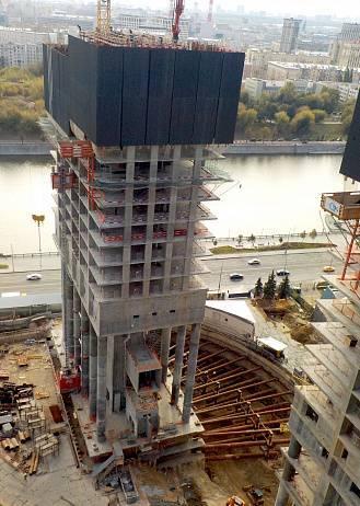 В комплексе небоскребов с квартирами Capital Towers монолитные работы достигли 20 этажа