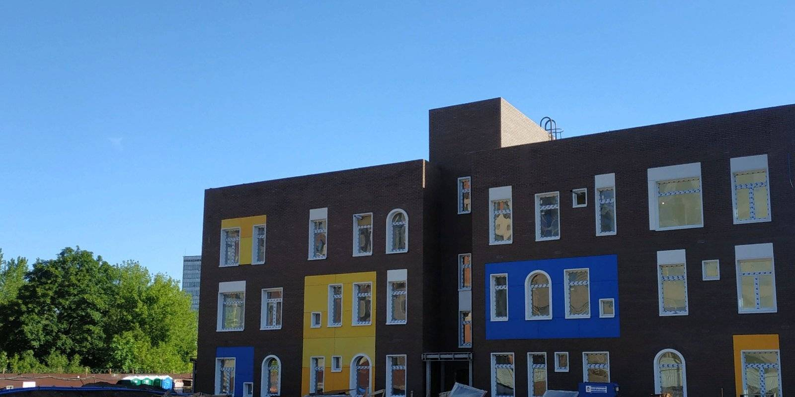В квартале Зиларт завершается внутренняя отделка детского сада на 250 мест
