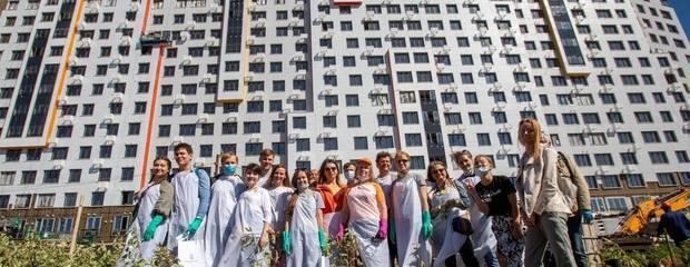 В ЖК «Румянцево-Парк» состоялось масштабное мероприятие для дольщиков  «Посади свое дерево»  - Фото