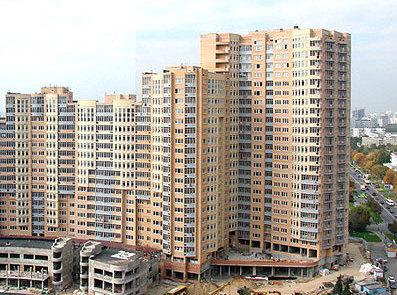 При выборе жилья комфорт-класса эксперты советуют обратить внимание на качество застройки