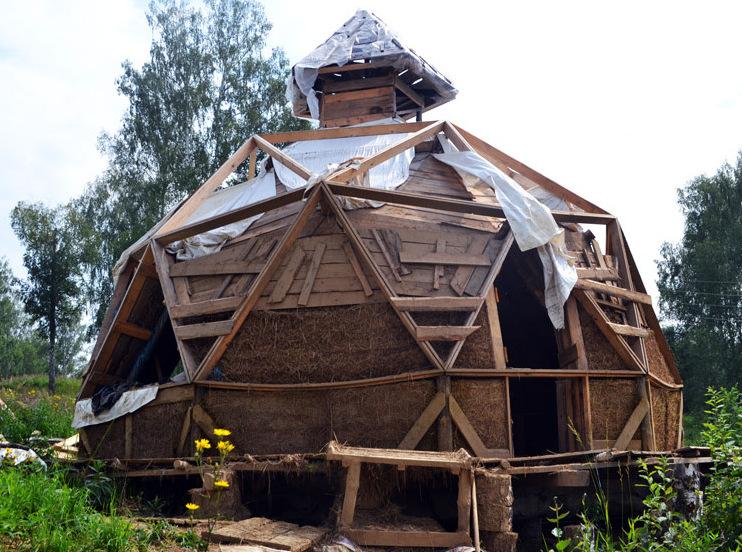 Ученый из новосибирского Академгородка экспериментирует с экологичным строительством