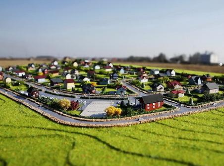 В Подмосковье набирают популярность участки без подряда и недорогие коттеджи в новых поселках