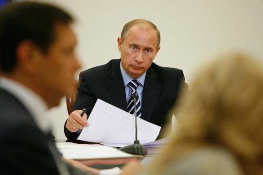 Путин: Регионы должны восстановить погорельцам не только жилье, но и дачи