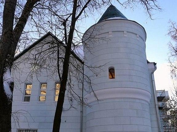 На Большой Бронной реконструируют старинный дом