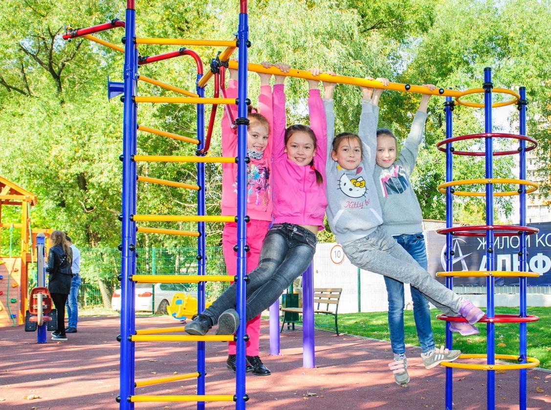 В ЖК «Альфа Центавра» торжественно открылась детская спортивная площадка