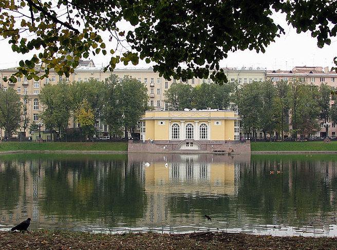 На Патриарших прудах планируют установить памятник Булгакову