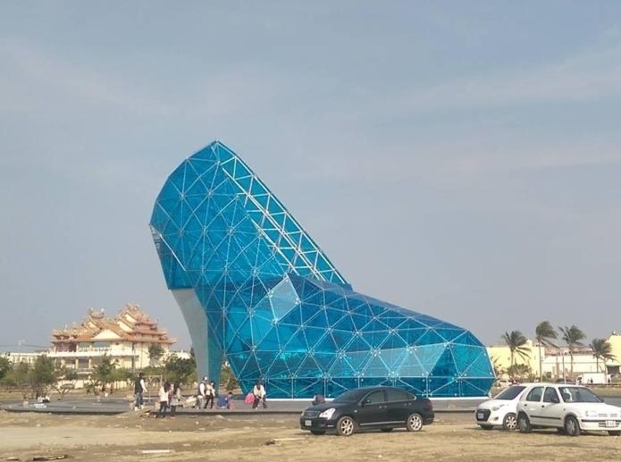 Здание в виде хрустальной туфли возвели на Тайване
