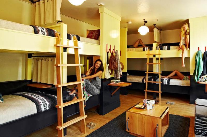 Хостелы в жилом доме на треть снижают цены соседних квартир